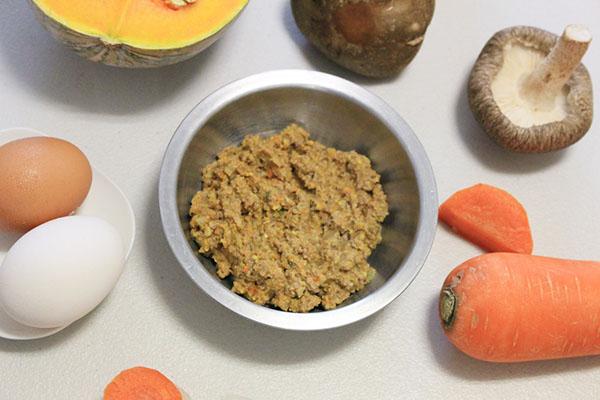 寵物鮮食使用5種新鮮肉類及20種蔬果,您的貓狗毛孩值得這樣的真正食物